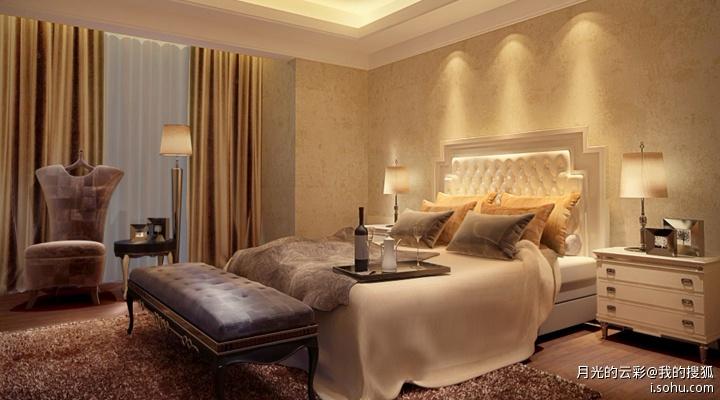 搭配欧式的吊灯,主卧室床头背景墙