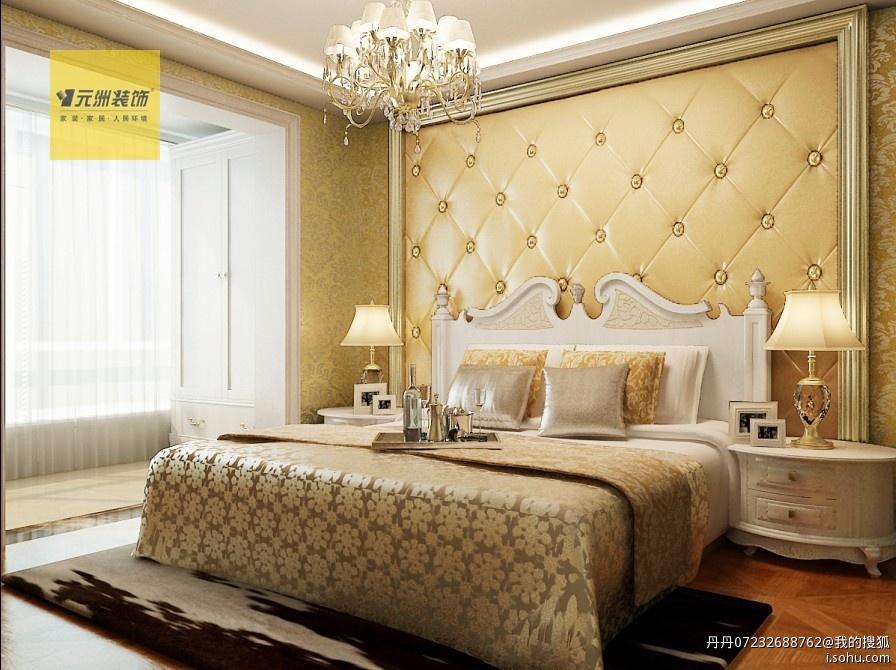 主卧室:皮质软包加欧式线条的床头背景墙设计