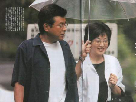日本著名影星山口百惠和三浦友和夫妇-男女之爱 作者刘墉图片