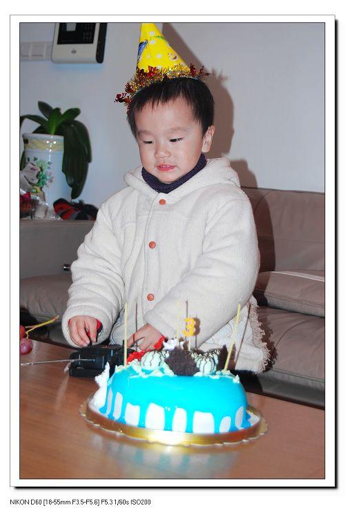 3周岁的生日蛋糕,是小猪吃西瓜,妈妈希望儿子以后像小猪猪一样能