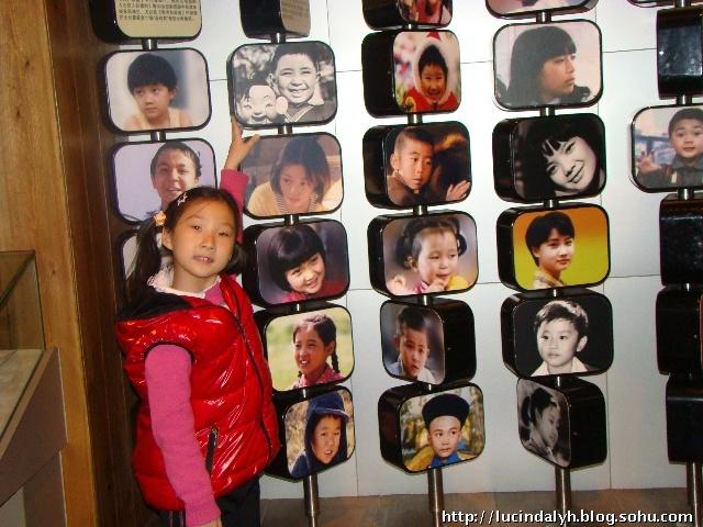 上七朵花:   在小童星墙下--这里有许多我小时候看的影片:   高清图片