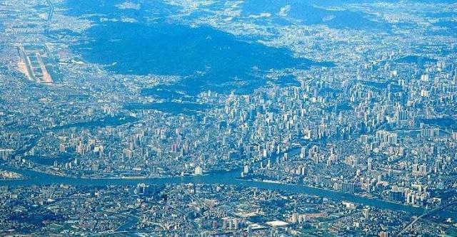 广州经济总量约占全国_广州涉外经济学院