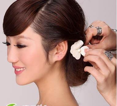 [转载]新娘发型 唯美新娘发型步骤教程
