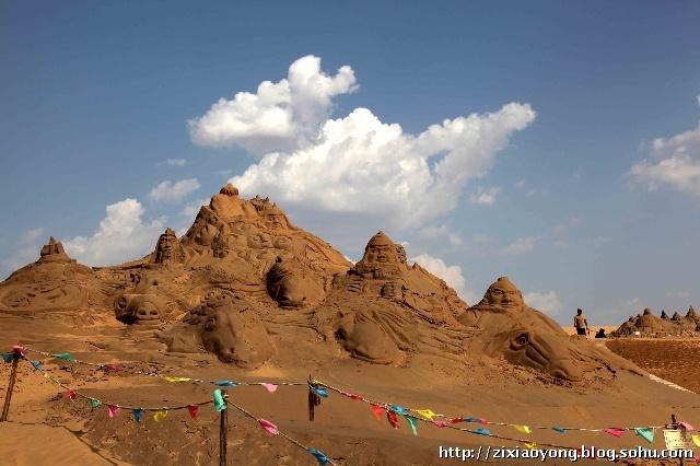 响沙湾景区除传统的骑马,骑骆驼,篝火晚会,沙漠探险等沙漠旅游勾当