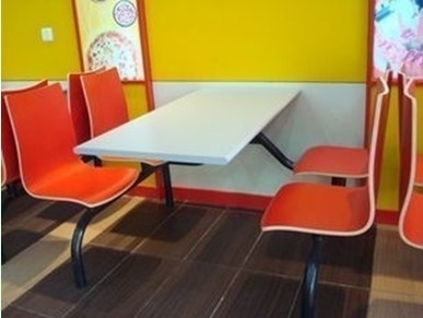 大学生情侣欢乐创业  淘个餐桌咱就开店吧